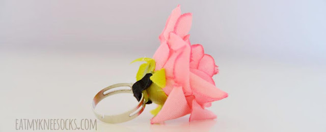 More photos of the pink rose-shaped fabric floral ring from Born Pretty Store.