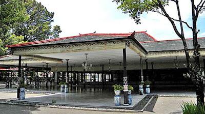 Keraton Yogyakarta yang berdiri dengan megah