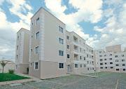 Pavimento superior: sala ou quarto com banheiro, amplo terraço e escaninho.