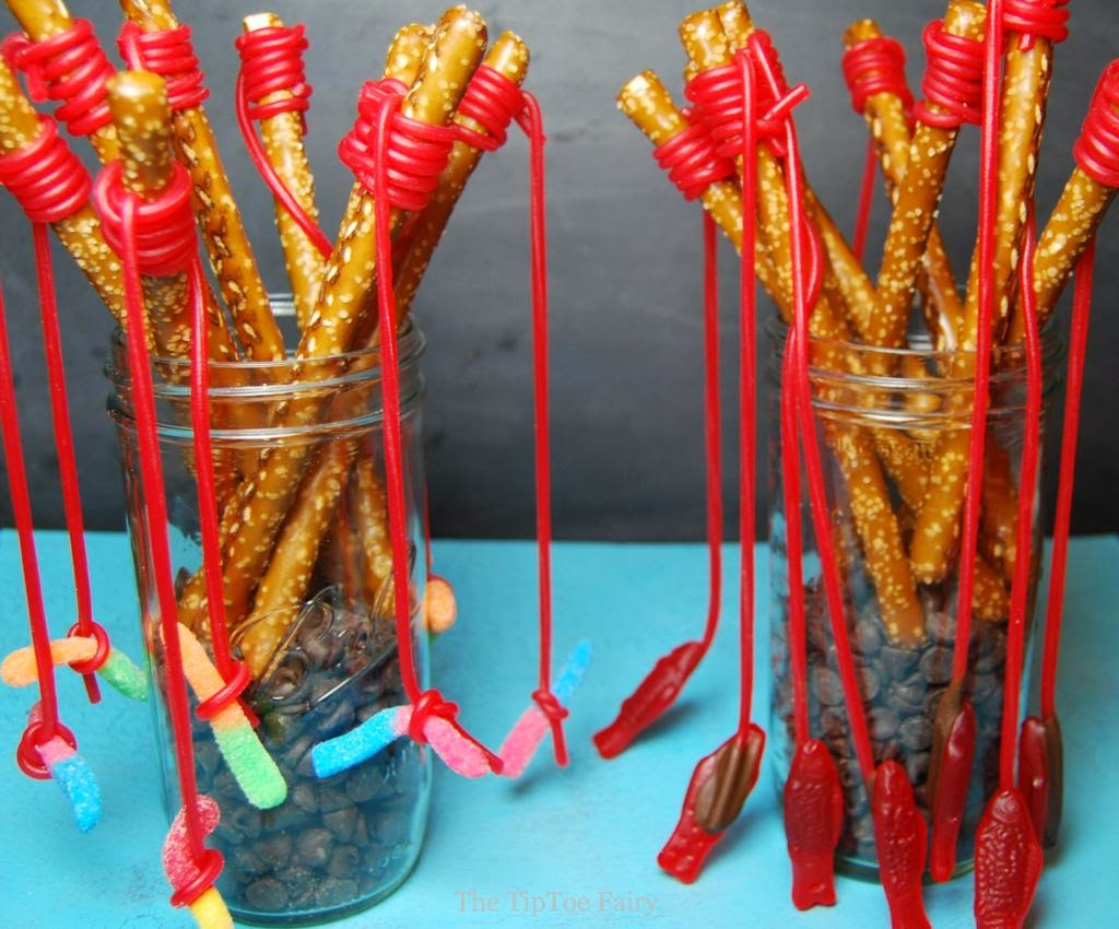 Totally tutorials tutorial how to make pretzel fishing rods for How to make a fishing rod