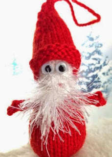 http://media.blacksheepwools.com/media/wysiwyg/googly_santa_decoration.pdf