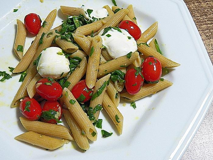 receita prática macarrão integral com espinafre, mozzarella de búfala e tomate grape