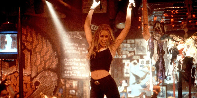 coyote ugly bar scene singing can't fight the moonlight bucket list