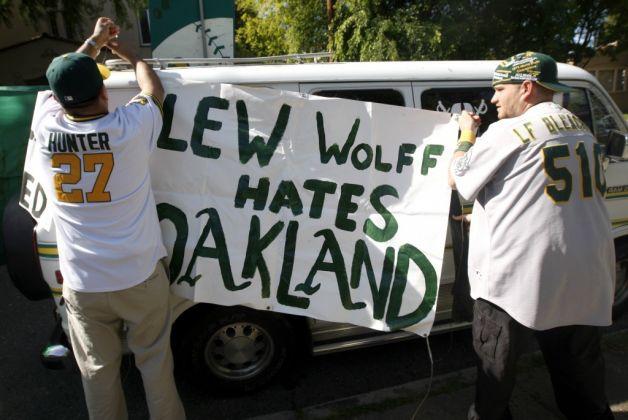 一些A's球迷認為A's現任老闆Wolff對奧克蘭沒有愛,也不夠尊重球迷(Photo by The Chronicle)