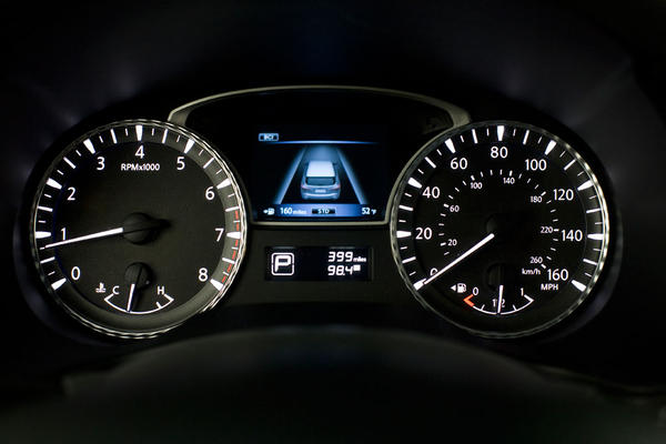 2013-Infiniti-JX35-gauges