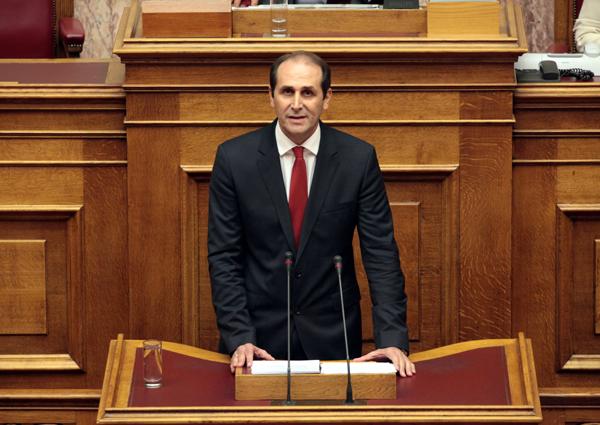Θετικές ρυθμίσεις για τις παραγωγικές τάξεις και για ευπαθείς κοινωνικές ομάδες εισηγήθηκε στη Βουλή ο Βεσυρόπουλος