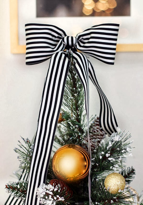 black decorations can be paired with white gold and silver to offer a bit of sparkle you can use a faux black or white christmas tree with accesories in - Black Silver And White Christmas Decorations