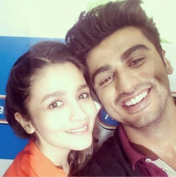 Alia Bhatt & Arjun Kapoor Promoting Their Upcoming Movie In Radio Station !!