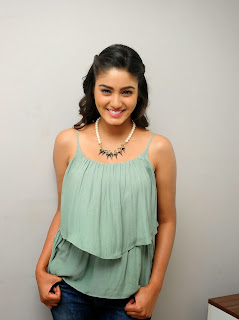 Sana Maqbool in Jeans at Dikkulu Choodaku Ramayya movie press meet (40).jpg
