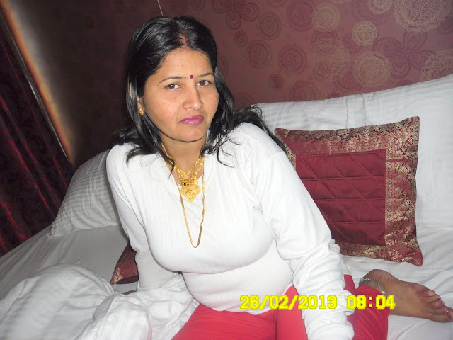 Young Indian girl Desi wife Babli Sharma sexy wife Babli Sharma ...