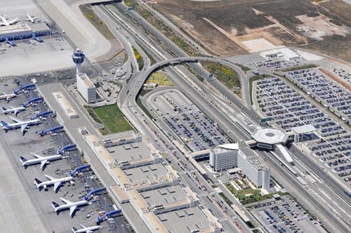 """""""Ελ.Βενιζέλος"""" προς δήμους: ''Δεν σας χρωστάμε ούτε ευρώ'' - Φανταζόμαστε οι Δήμοι θα βάλουν τώρα διόδια στις πόρτες του αεροδρόμιου..."""