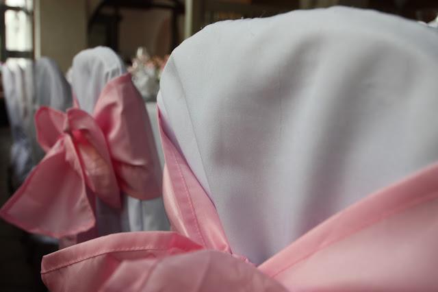 Rosa Stuhlschleifen für Hussen-Stühle