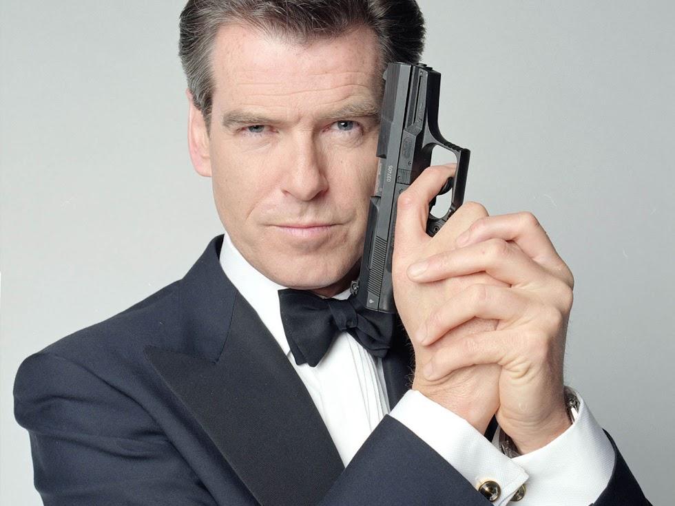 Ex-007, Pierce Brosnan, diz que chegou a hora de um James Bond gay