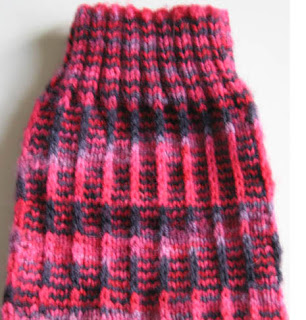 Slip stitch surface decoration: Fake Latvian Braid
