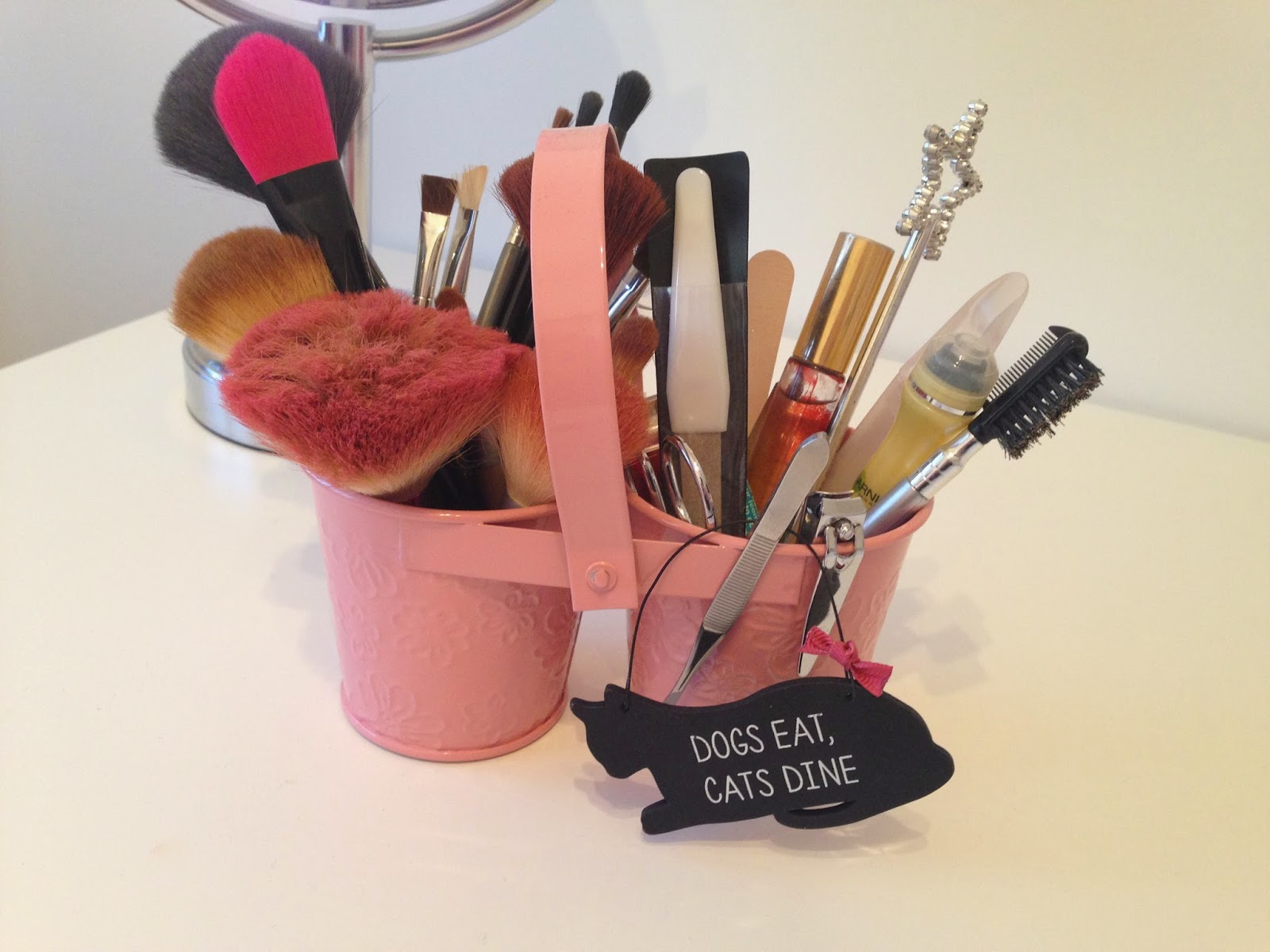 make up holder