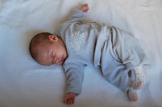 Posisi Tidur Yang Umum Pada Bayi