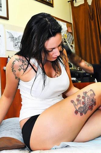flower tattoo girl thigh