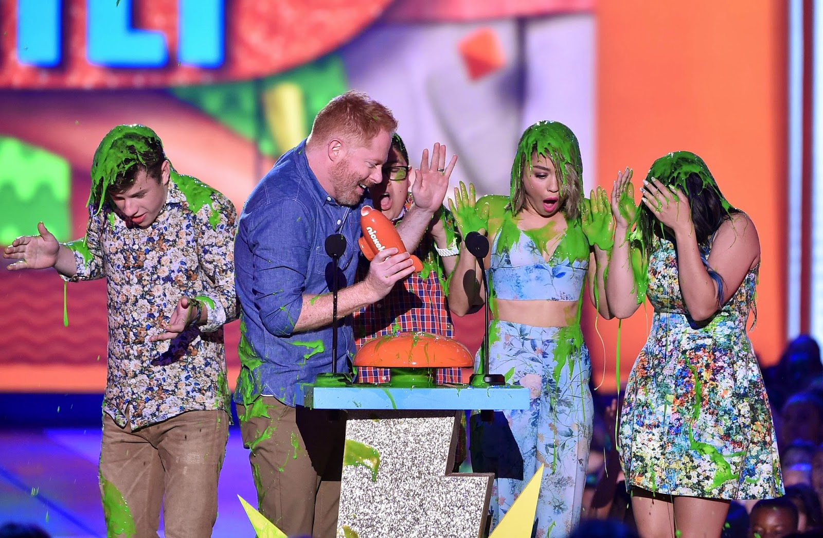 Sarah Hyland Gets Slimed With 'Modern Family' Cast