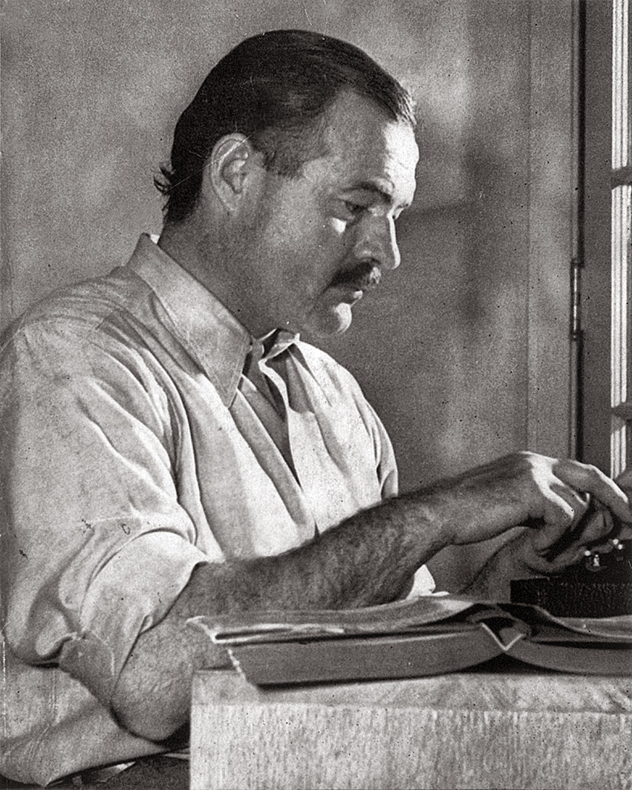 Picture of Ernest Hemingyway - http://upload.wikimedia.org/wikipedia/commons/2/28/ErnestHemingway.jpg
