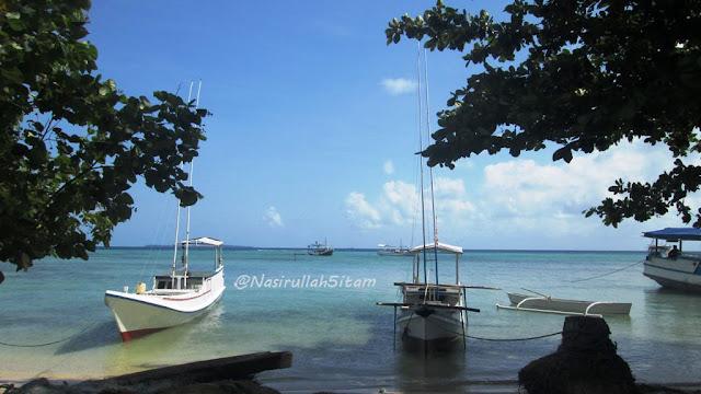 Kapal-kapal tersandar di pantai Pantura