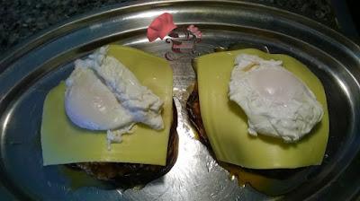 Montaje huevo y queso