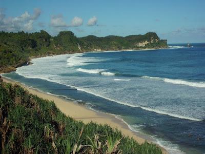 Pantai Nampu yang alami