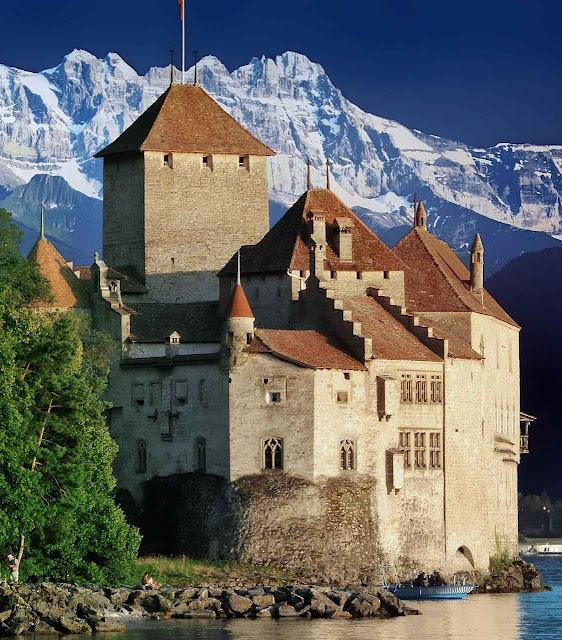 Castelo de Chillon, sobre o lago Léman, na Suíça