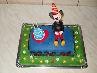 Tort Mickey Mouse la petrecere