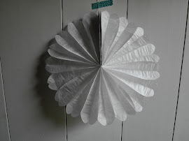 Papierfcherblume weiss zum Aufhngen, Durchmesser 30 cm