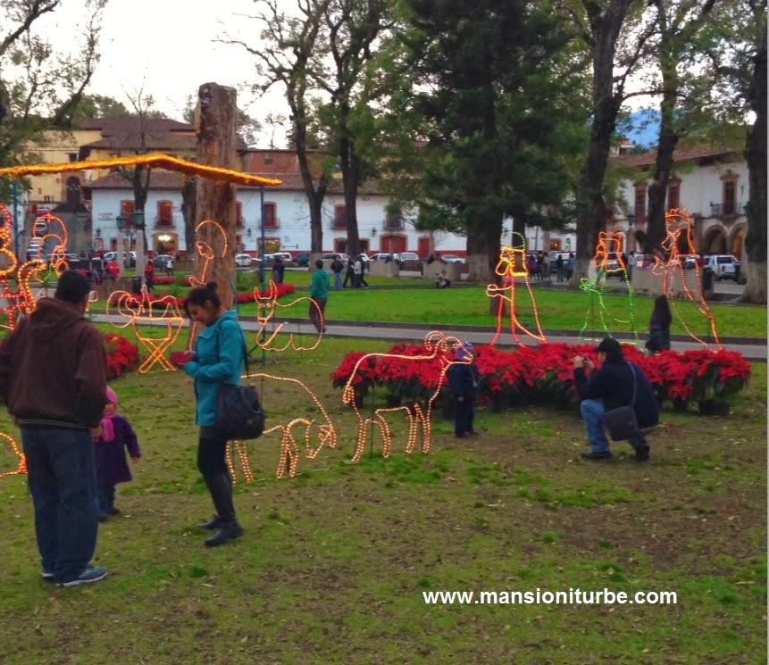 Turistas disfrutando de sus vacaciones en Pátzcuaro