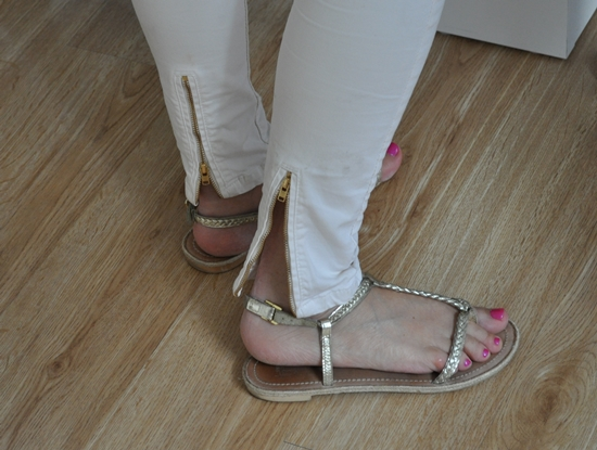 summer flat sandals with pink pedicure