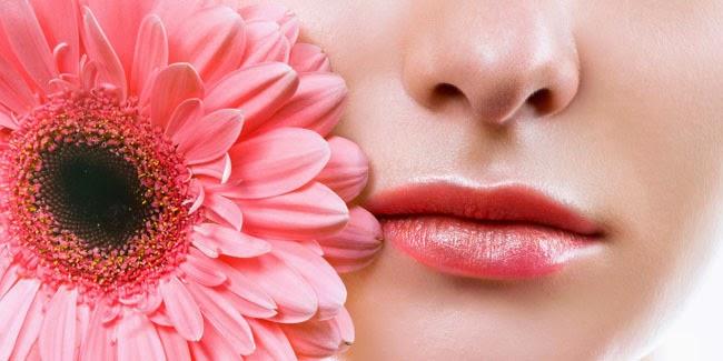 Cara Alami Memerahkan Bibirmu