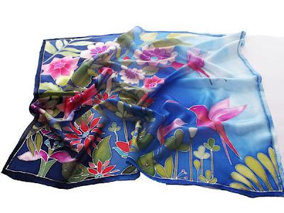 Születésnapi ajándék nőknek - kolibri selyem kendő kézzel festve.