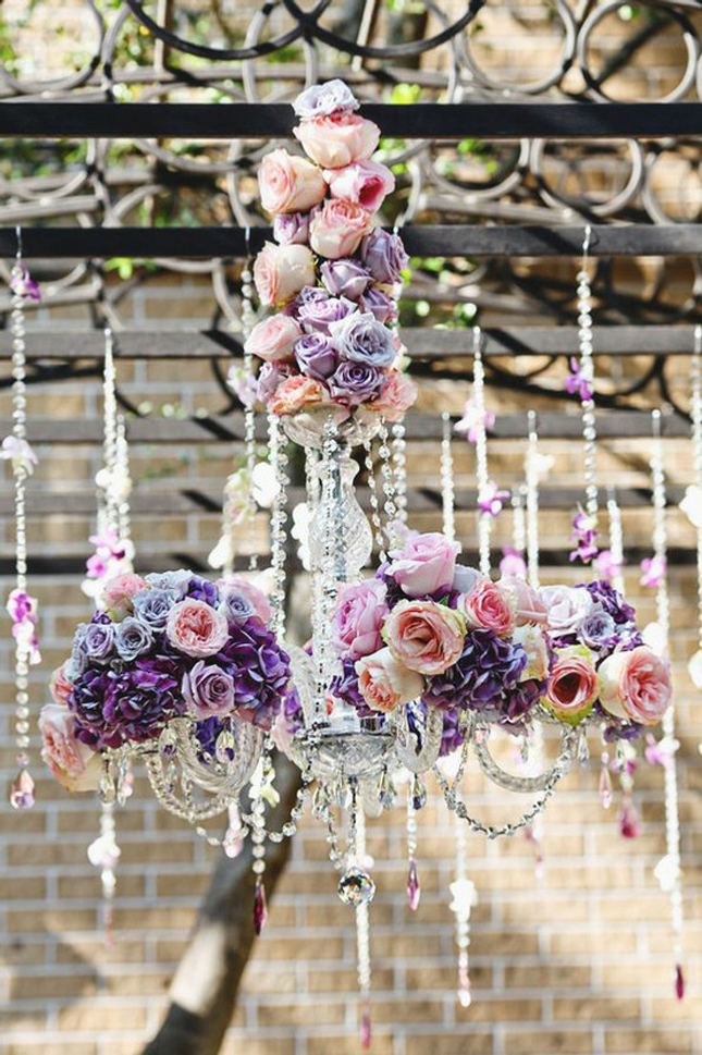 Hanging flowers belle the magazine for Suspension decorative