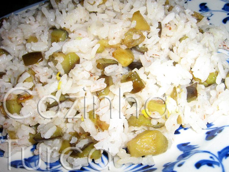 Pilaf de Arroz com Beringela e Limão (Patlıcanlı Pilav)