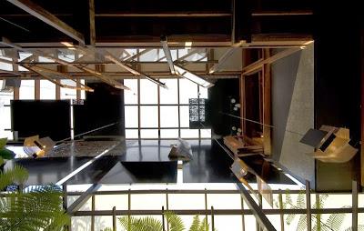 Rumah Teduh Dengan Material Kayu Dan Tanaman Hijau 9