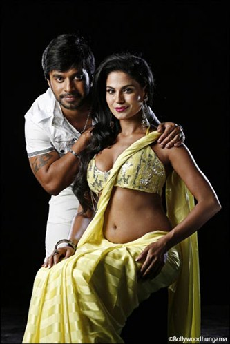 Veena malik in yellow sari showing navel - (2) -  Veena Malik's sensational THE DIRTY PICTURE photoshoot HOT PICS