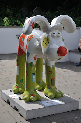 Hullaballoon Gromit (side view)