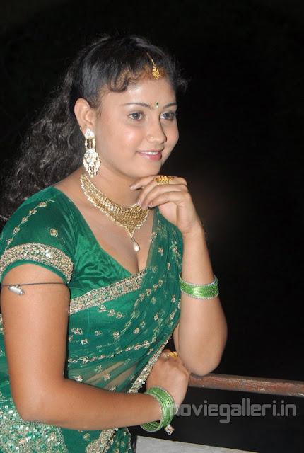 http://3.bp.blogspot.com/-SoxO91hk2h4/TVT6QJppmpI/AAAAAAAAFEA/oUazn2Jfo_w/s1600/actress_amrutha_valli_hot_pics_photos_stills_04.jpg