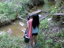 mandi sungai...