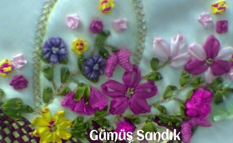 kurdela nakışından yapılan çiçekler