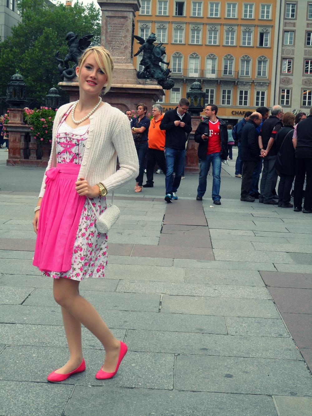 Dirndl TheBlondeLion Outfit Wasn Wiesn Tracht Trachtenmode
