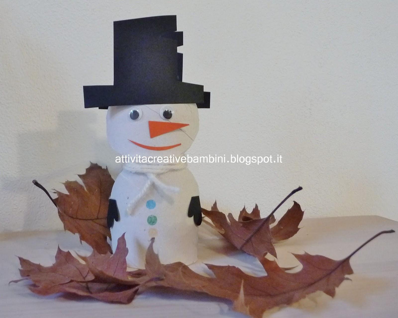 Pupazzo di neve con rotolo cartone