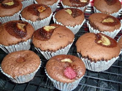 Queques de chocolate framboesa e banana