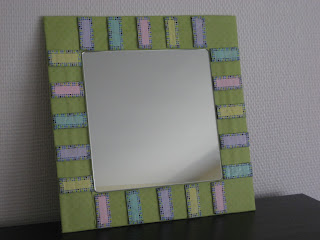 Marco hecho con caja de cartón. Recycled frame. Cadre recyclé