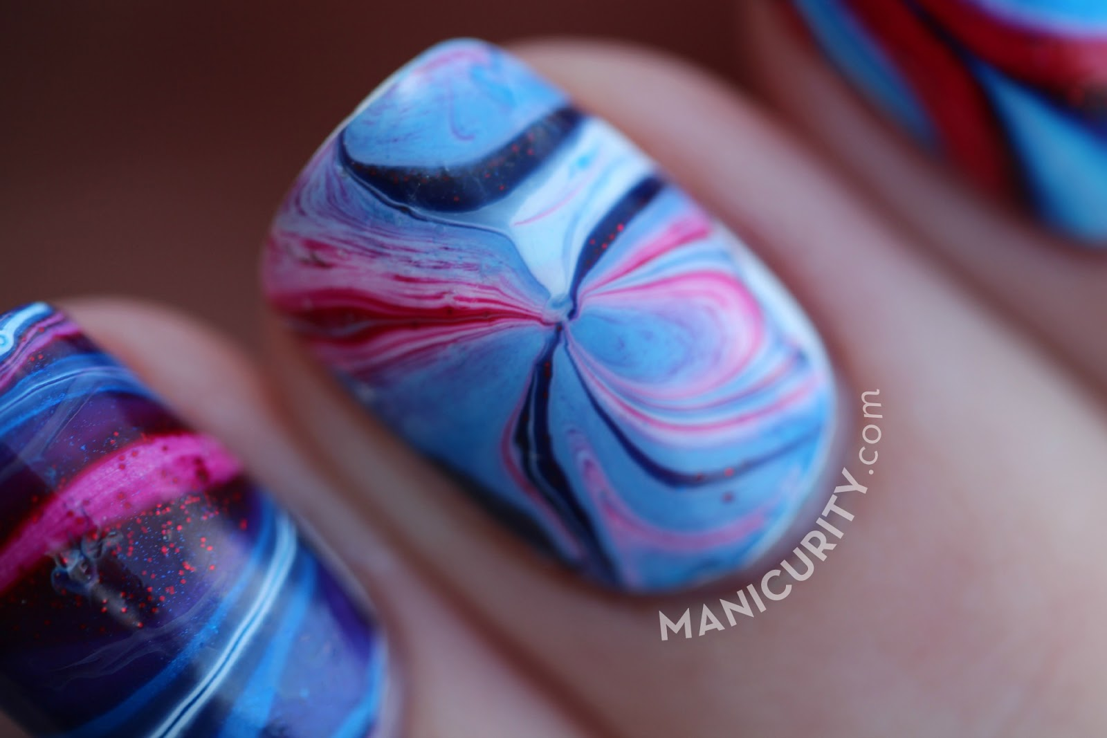Stanley Cup Playoff 2014 Nails - Canadiens vs. Bruins Watermarble Nail Art | Manicurity.com