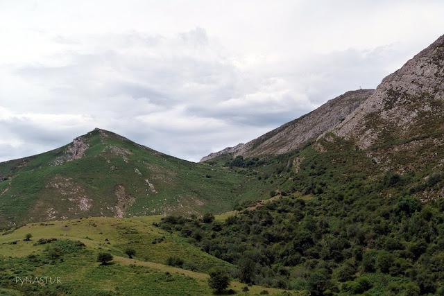 Pico Pienzu desde la Collada Bustaco - Sierra del Sueve