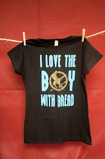 Hunger Games tee shirt Gale: boy with the bread peeta