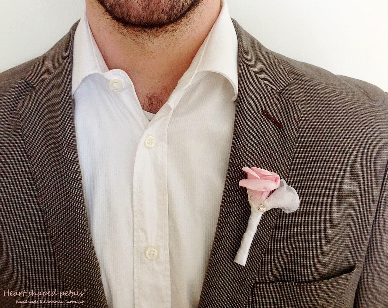 Flor de lapela de rosas