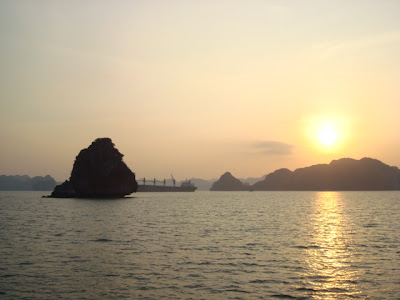 Pôr do sol na Baía de Halong
